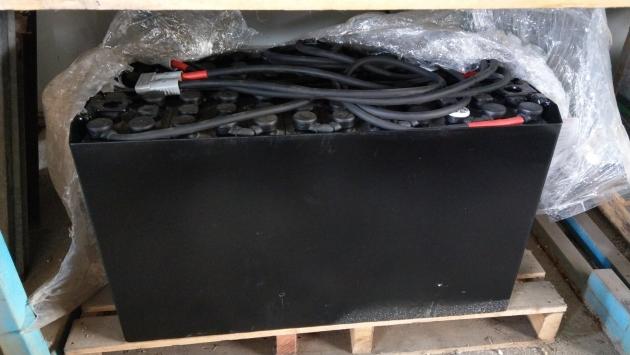 電動拖板車 240AH24V 鉛酸電池 1